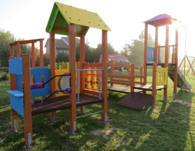 Budowa placów zabaw i mini – siłowni zewnętrznych w Wólce Łabuńskiej i Łabuniach Reformie