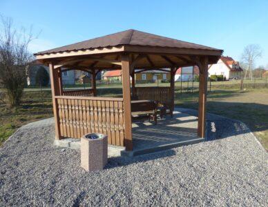 Budowa obiektów rekreacyjnych małej architektury w miejscowościach Krasne i Wierzba